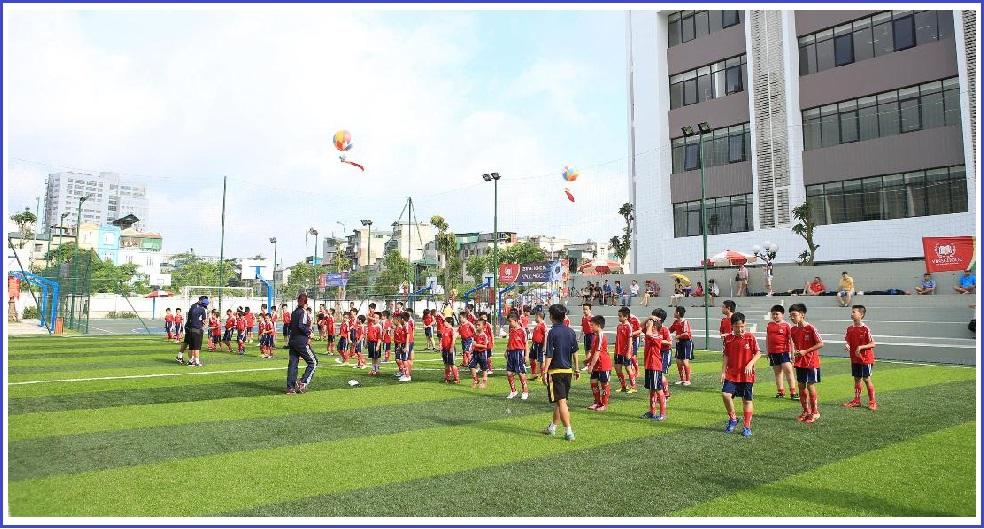 Sân bóng Vinschool quần thể sân thể thao rộng lớn ngoài trời